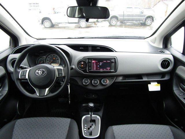 Toyota yaris hatchback 2 door images for Interieur yaris 2017